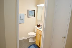 Photo of bathroom in Columbia Plaza apartments